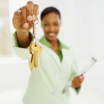 woman holding keys